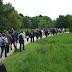 Μέσα από τα χωράφια φτάνουν στα μπλόκα οι διαδηλωτές στη Γαλλία – ΦΩΤΟ