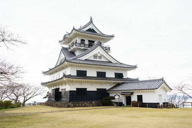 館山城の天守(八犬伝博物館)