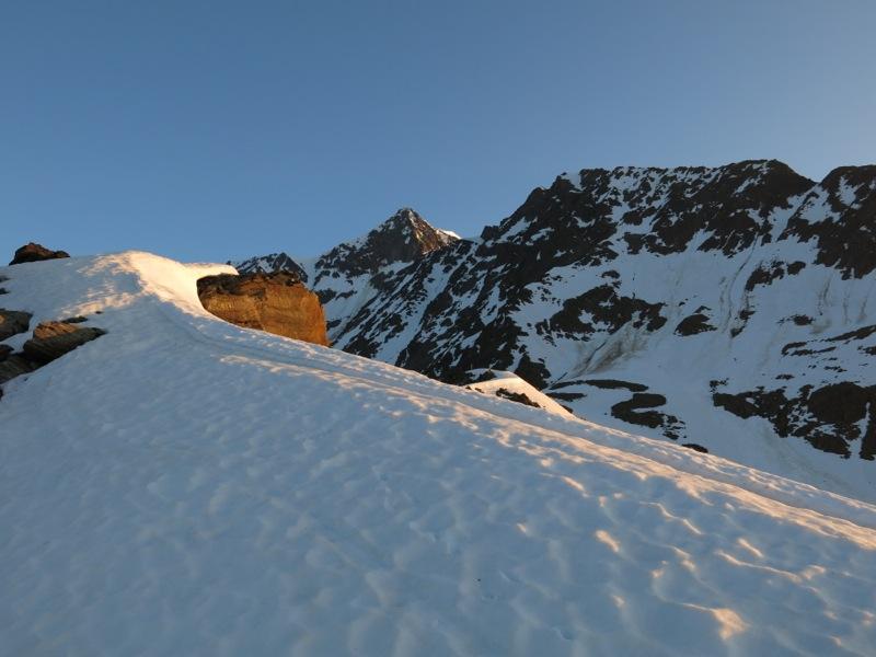Am Urkundkolm; im Hintergrund die Wildspitze, rechts der Ötztaler Urkund