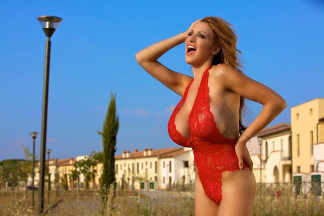 Jordan-Carver-Lady-In-Red-hot-and-sexy-photoshoot-pictures