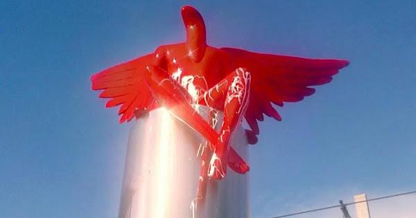 O κόκκινος «έκπτωτος άγγελος» ΣΑΤΑΝΑΣ έπεσε!! Δήμαρχος Παλαιού Φαλήρου: Ανθρώπινα χέρια και όχι οι άνεμοι το «κατεδάφισαν»