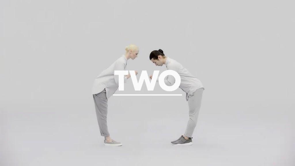 兩個人換名片很簡單,那9個人怎麼辦?日本名片服務「Eight」用創意影片展現獨特性