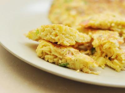 Resep Cara Membuat Omelet Mie yang Gurih