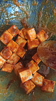marinate the cheese cubes in spices for 2 hours