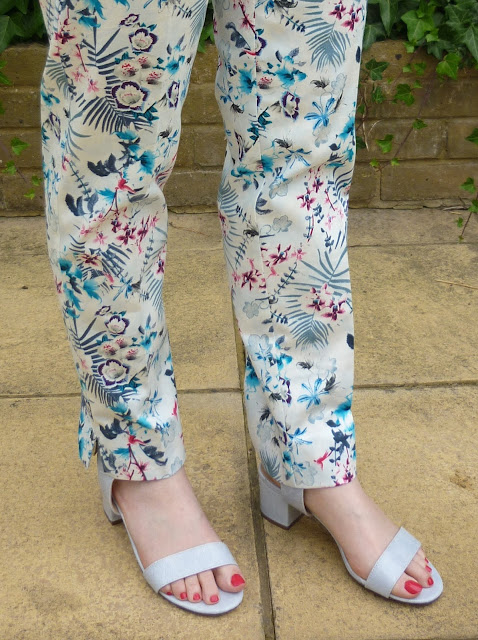 Lily Print Trousers & Pastel Blue Block Heel Sandals | Petite Silver Vixen
