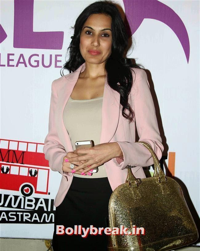 Kamya Punjabi, Tv Actresses Launch Golden Bat of Box Cricket League