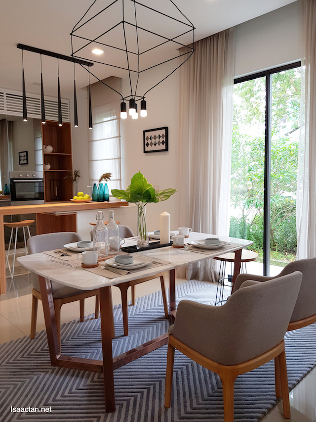 Citron Homes - beautiful kitchen and dining area, with lake view