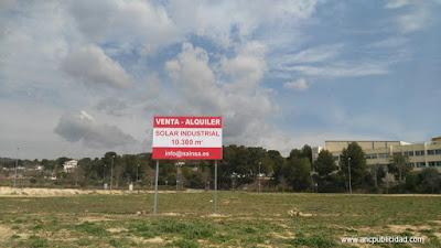 valla publicitaria en Vilanova i la Geltrú