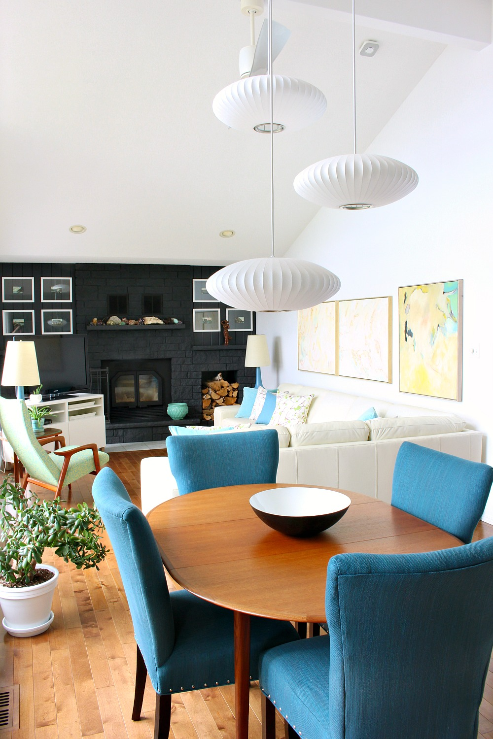 Modern Canadian Lake House Living Room in Blue, Turquoise and Mint Colour Palette
