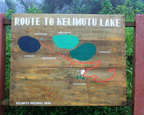 Travel.Tinuku.com Kelimutu National Park on Flores island watching colorful three lakes and continue change over time