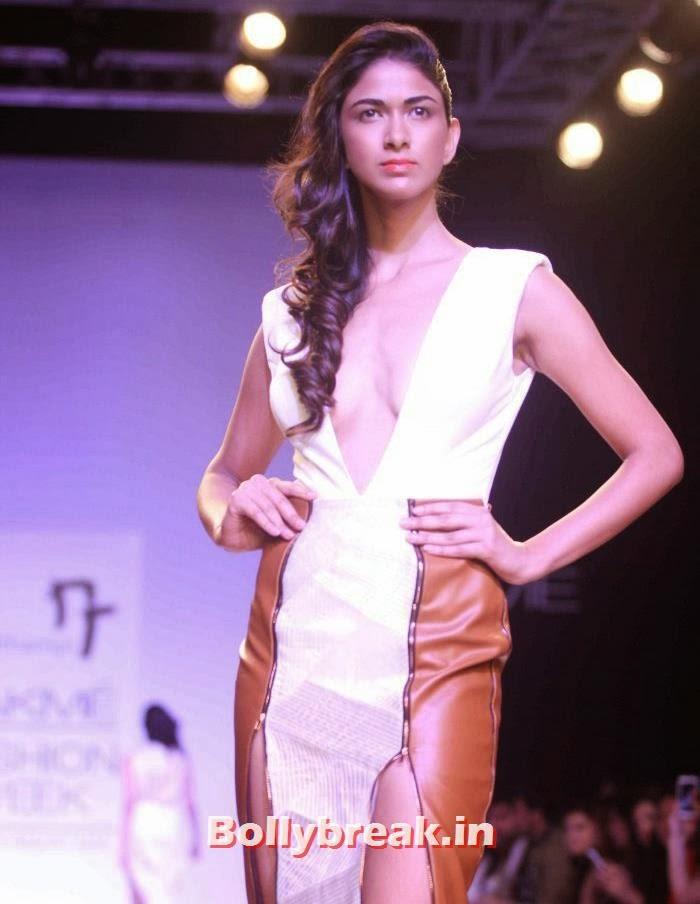 Reha Sukheja, Hot Models Walk for Nikhil Thampi Show at Lakme Fashion Week 2014