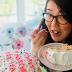 Com bolo e donuts, Jenny Han anuncia que Lara Jean ganhará mais um livro
