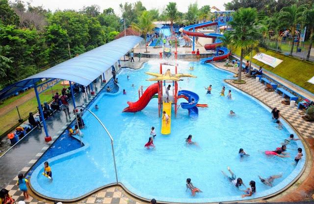Suasana kolam renang Pacet Mini Park
