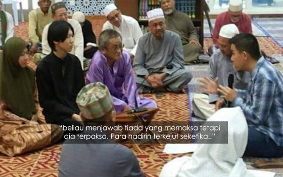 Keluarga Cina 'Terpaksa' Masuk Islam