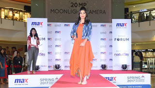 Actress Iniya Stills in Denim Jeans at Max Spring 2017 Collection Launch  0010.jpg