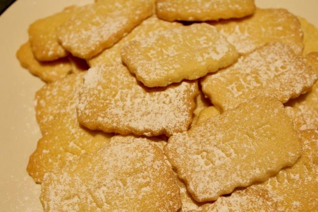 Alice in Wonderland Inspired 'Eat Me' cookies. Nourish ME: www.nourishmeblog.co.uk