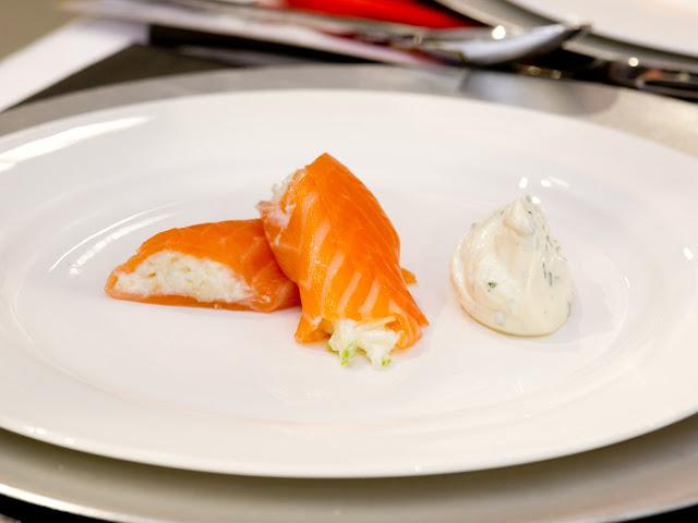rollo de salmón, manzana y celerí