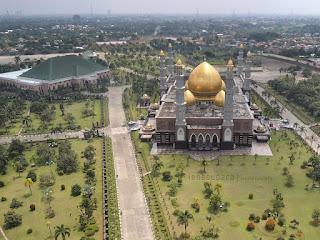Masjid Kubah Emas Dian Al Mahri Depok