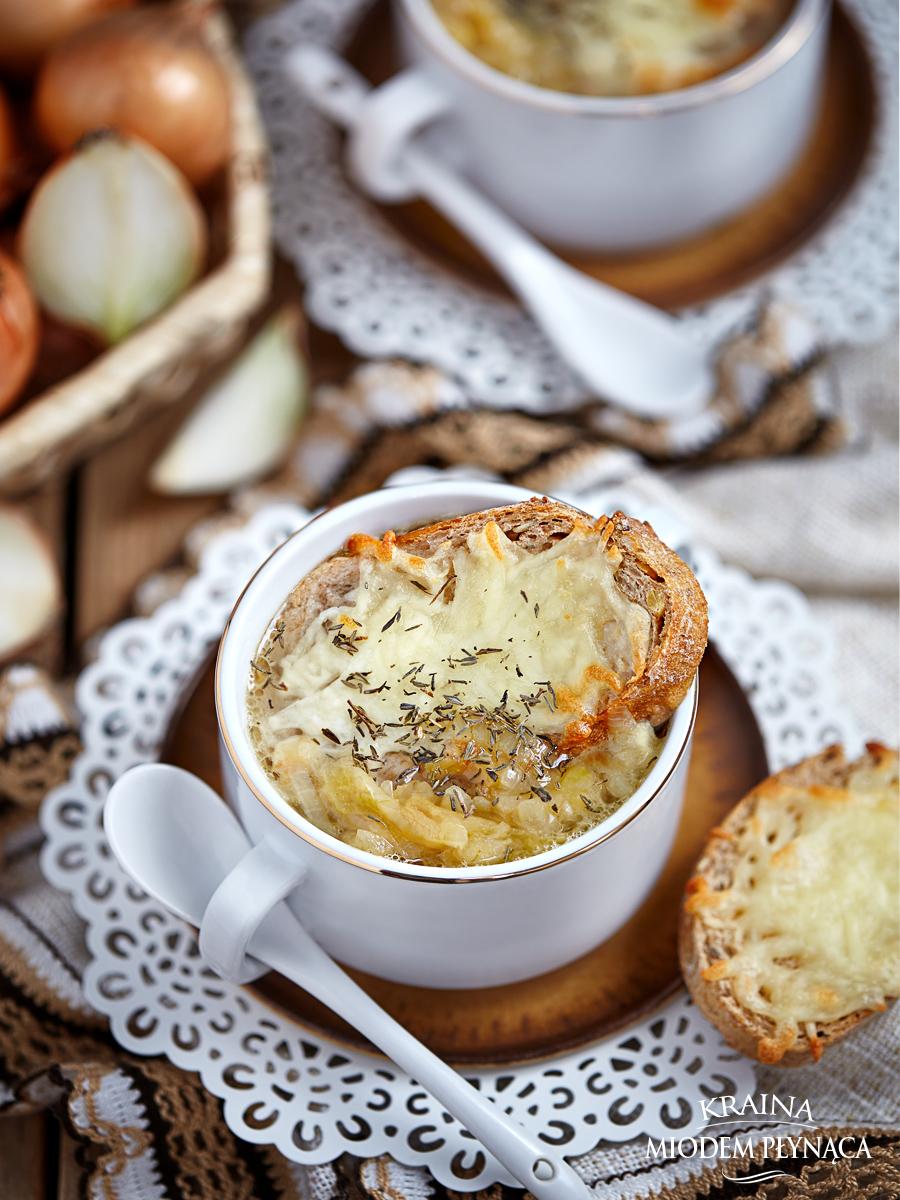 zupa cebulowa, zupa z cebuli, francuska zupa cebulowa, serowe tosty, tosty z sera, grzanki serowe, grzanki z serem, kraina miodem płynąca