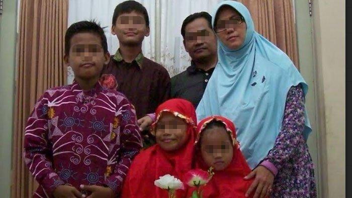 Bom Bunuh Diri Di 3 Gereja Di Surabaya Dilakuakn 1 Keluarga