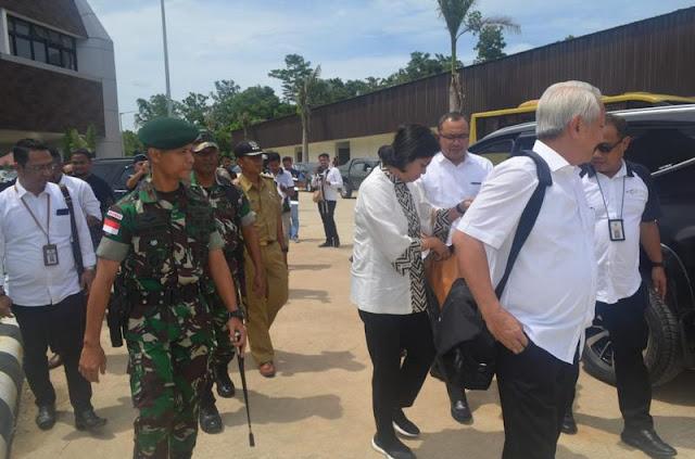 Satgas Yonif PR 328 Kostrad Amankan Kunjungan Menteri Keuangan di PLBN Skouw