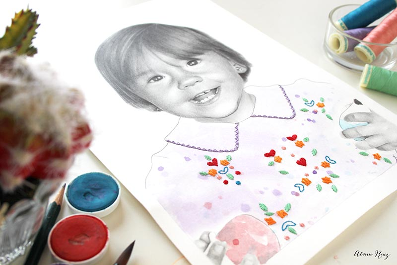 Retrato infantil dibujado a lápiz, acuarela y flores bordadas sobre papel