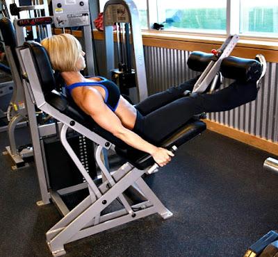 Extensión cuadriceps mujer ejercicio