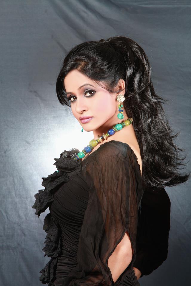 miss pooja sexy photo