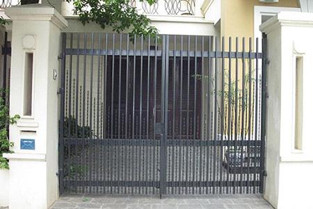 mẫu cửa cổng sắt 2 cánh đẹp nhất Gò Vấp