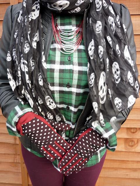 New Look Plaid Shirt, Dorothy Perkins Necklace, Camaieu Gloves, Skull Scarf | Petite Silver Vixen