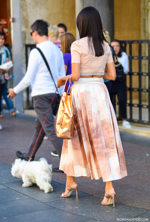 Elegant look in a midi skirt with metalic detailing. Street style, ulična moda rujan 2015, Zagreb by peopleandstyles.com
