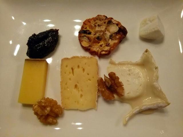 Käseplatte mit Früchtebrot im Gasthof Krone