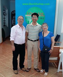 Tổng Lãnh Sự Quán Cuba tại TP.HCM đến Lộc Lâm Furniture. Thật vui khi được Ngài Bernabé Garcia Valido, ghé thăm và đặt hàng Bàn Ghế Xêp Gấp Lộc Lâm Furniture sáng nay. Ngài Tổng Lãnh Sự rất vui vẻ và thân thiện, ngài kể một câu chuyện làm mình cười phớ lớ.