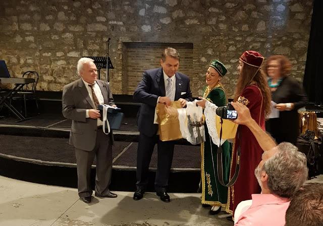 Τίμησαν τον Δ. Καμπόσο στο 1ο Αντάμωμα Απόδημου Ελληνισμού στην Πάτρα