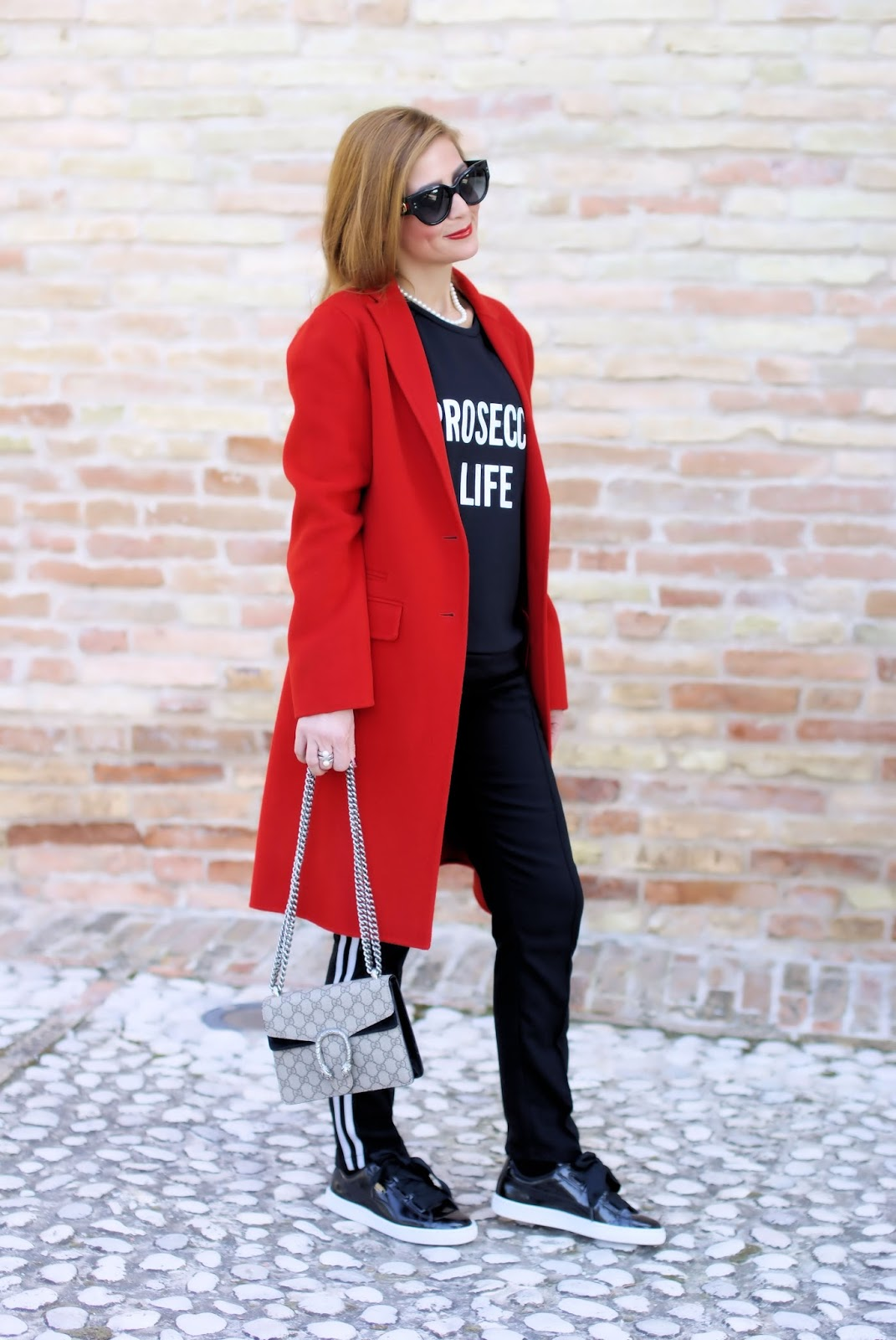 How to wear a read coat with 1.2.3 Paris jack coat and prosecco life sweatshirt on Fashion and Cookies fashion blog