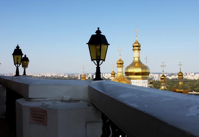 Перила обзорной галереи большой Лаврской колокольни