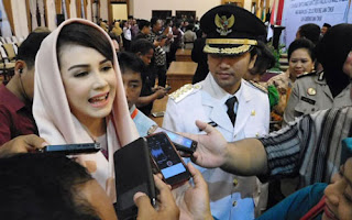 istri tercantik pejabat si Arumi Bachsin Istri Bupati Termuda di Indonesia