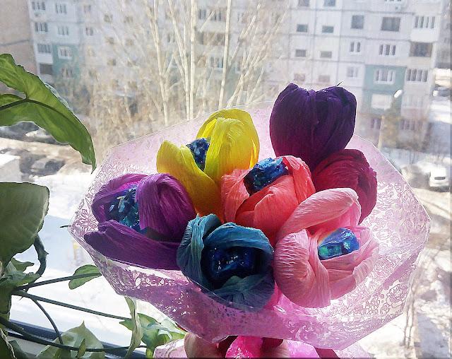 Букет из конфет. Подарок  на 8 марта.