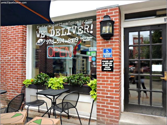 Ruta Gastronómica por Salem: Flying Saucer Pizza