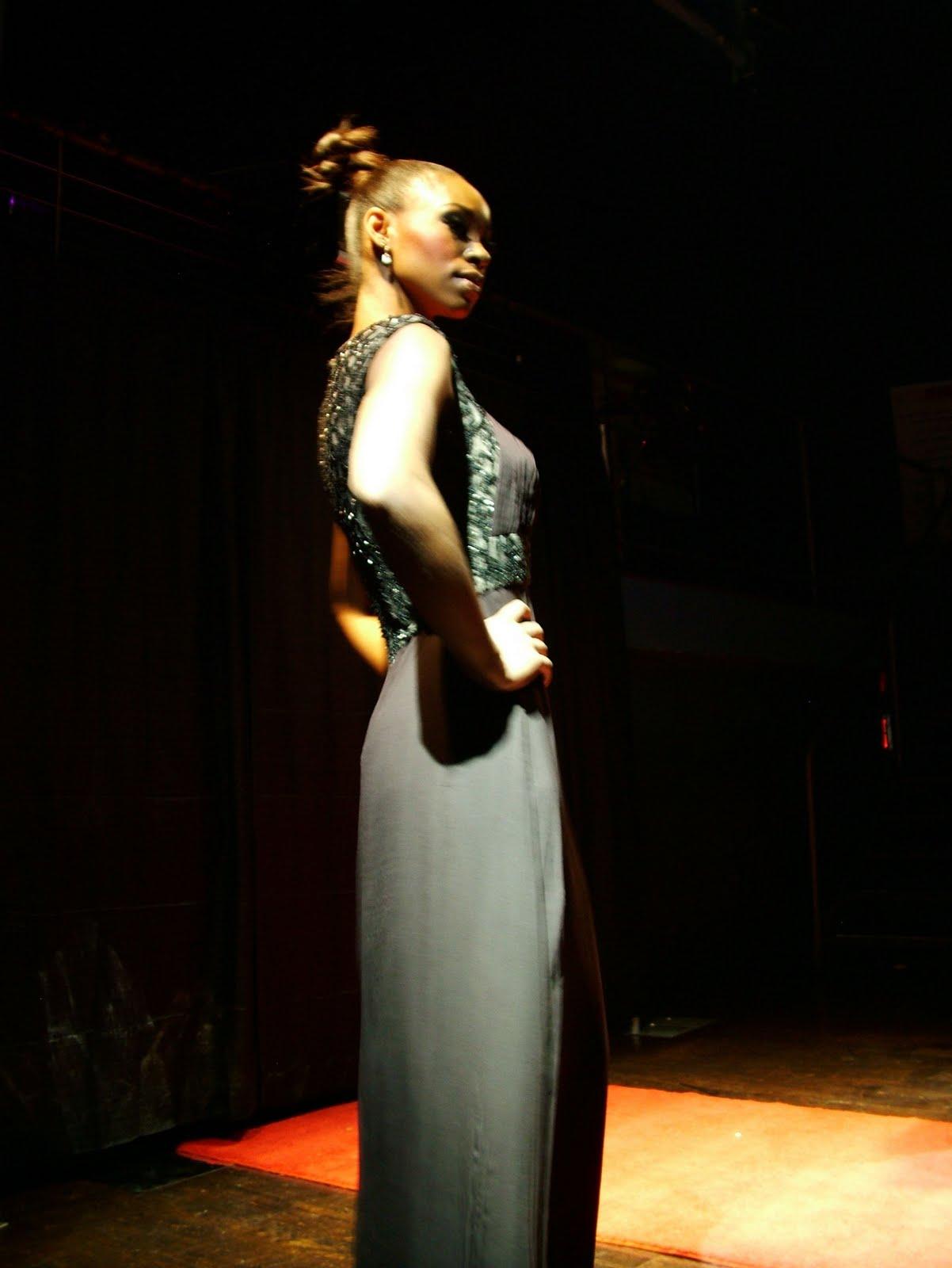 Style Guru Fashion Glitz Glamour: THE STYLE GURU