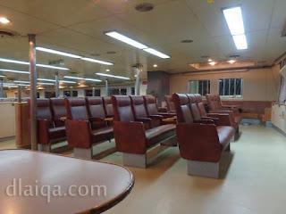 di dalam ruang kelas bisnis kapal ferry