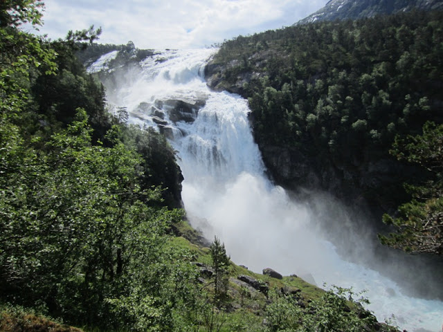 Valle de las cuatro cascadas en Husedalen