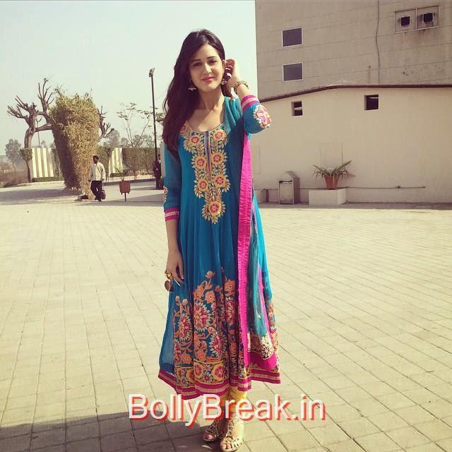 isha ri kh i , happy valentines day ❤️🎉😘💐, Hot HD Images of Actress Isha Rikhi With Family and Friends
