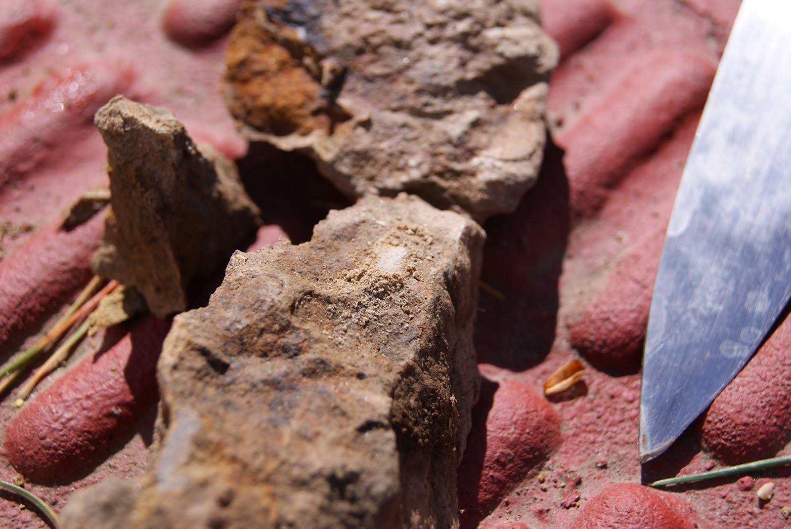 Para saber la dureza de las rocas las rallaremos con la uña o con un cuchillo de acero