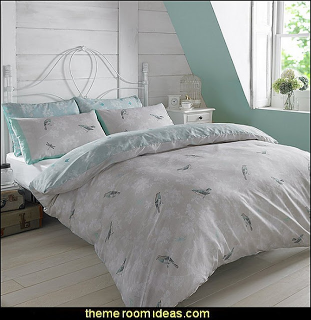 birdcage bedroom ideas - decorating with birdcages - bird cage theme bedroom decorating ideas - bird themed bedroom design ideas - bird theme decor - bird theme bedding - bird bedroom decor - bird cage bedroom decor - bird cage lighting