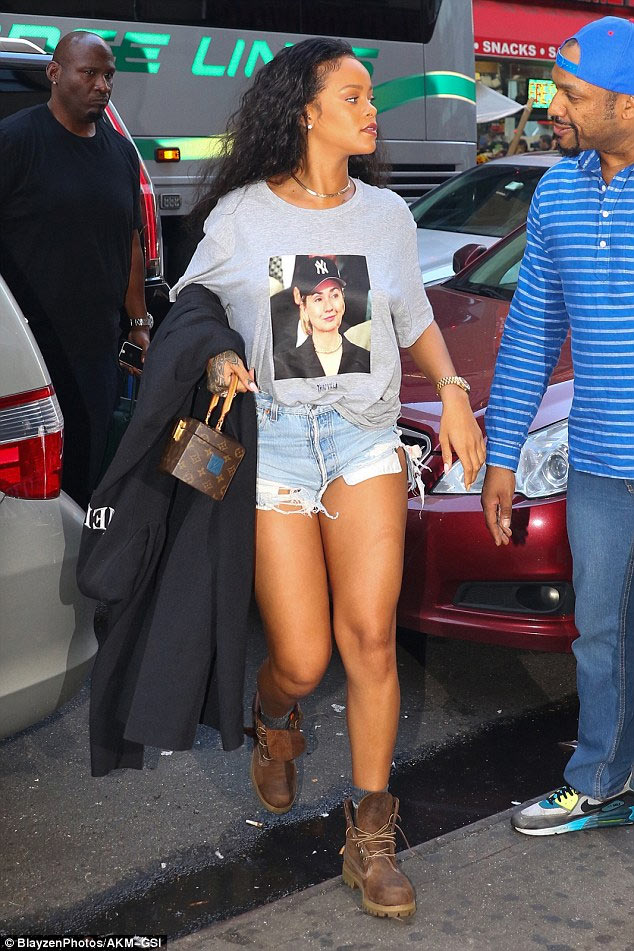 Rihanna supports Hillary Clinton by rocking her face on t-shirt