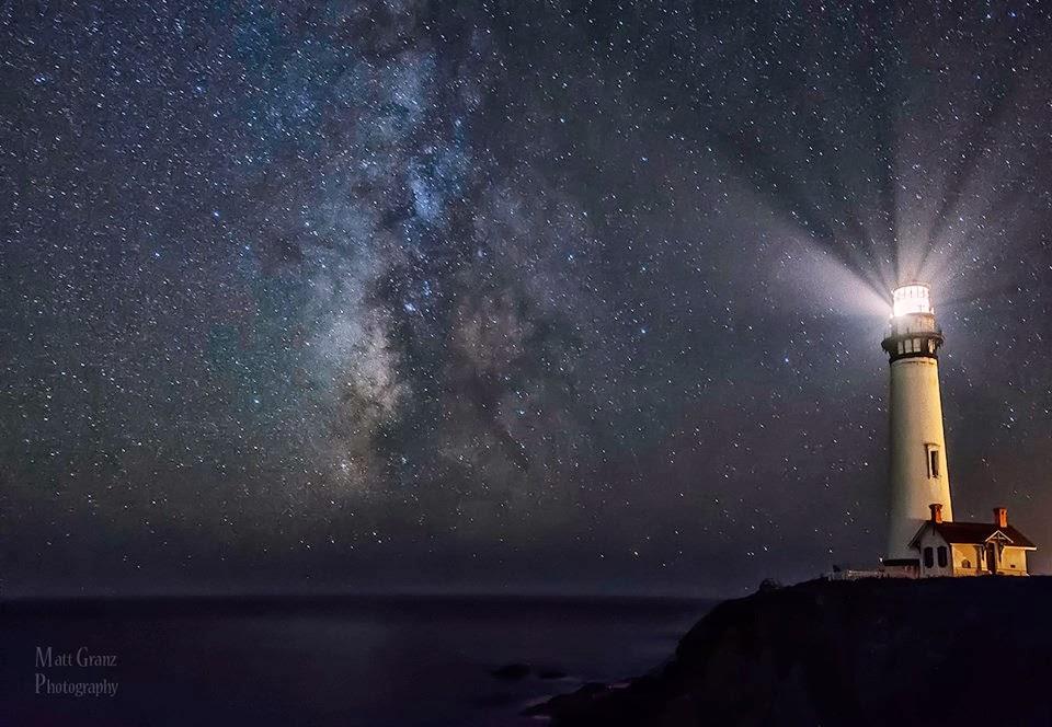 lighthouse at night - 960×664