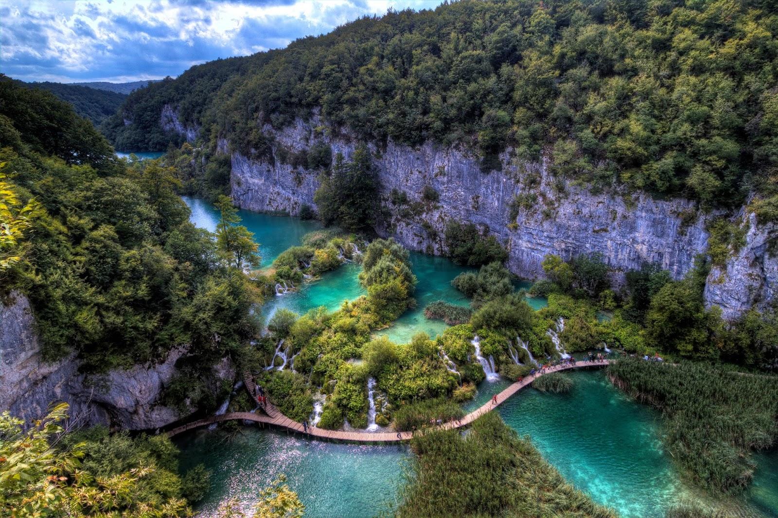 Plitvice Lakes, Croatia HD Background