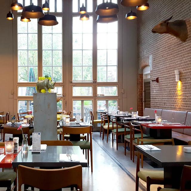 חדר אוכל צבעוני ויפה של מלון דה הלן HOTEL DE HALLEN
