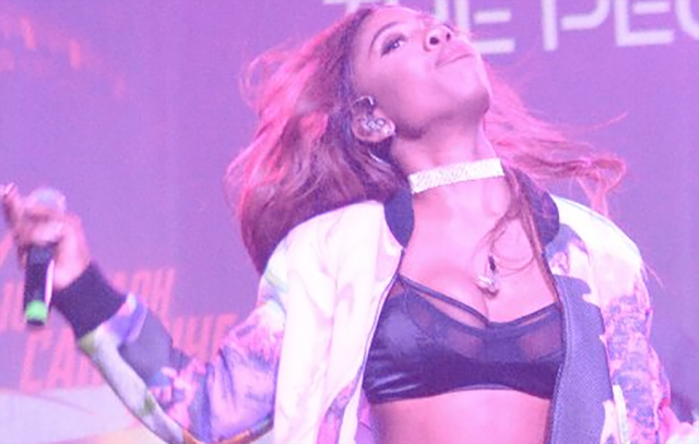 Sevyn Exposed4 - Oops! Singer Sevyn Streeter Danced So Hard During Her Performance Her Boobs Came Out! (photos)